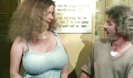 Hai người phim sec dong vat phụ nữ làm tình với một chàng trai trẻ
