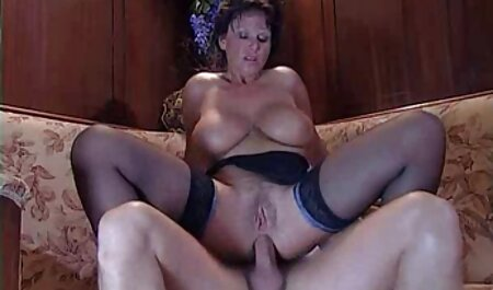 Debbie, em bé với đôi tai tiếng rên rỉ thủ dâm trên phim sec cho choi nguoi sàn nhà và nam