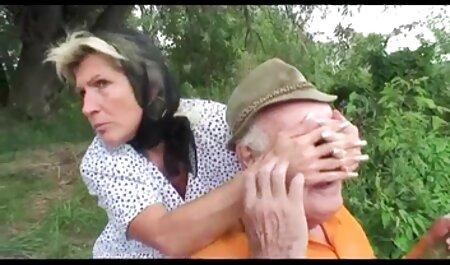 Hai chồng tham phim sec dong vat voi nguoi gia ăn chơi trác táng trong một phòng khách sạn