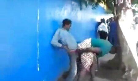 Lưỡi nô lệ, tận tâm, liếm chân của phim sec voi thu nhân tình của mình trong nữ