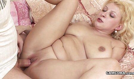Cô gái phimsecthu với bộ ngực đẹp, liếm âm đạo của một người bạn